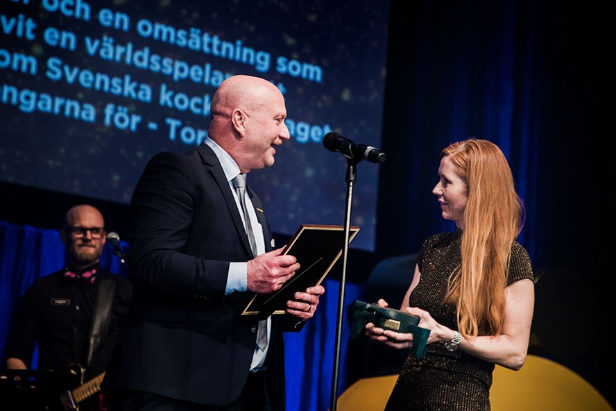 Tormek CEO Håkan Persson receives the award at the gala.