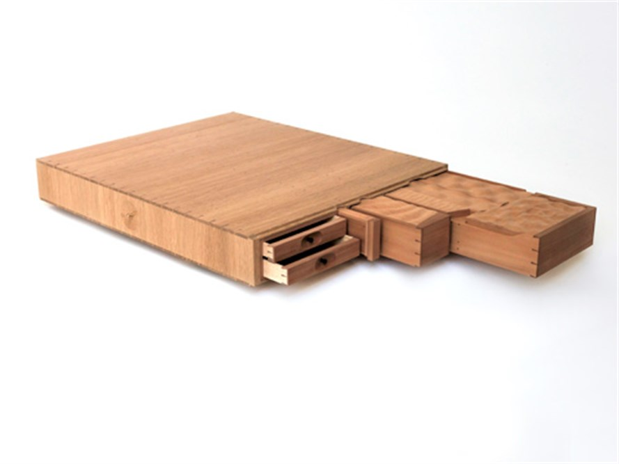 The dimensions of the larger oak box are 618x512x85 mm.