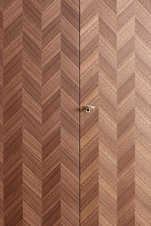 Sharp tools are absolutely crucial when it comes to cutting the tiny pieces and the sheets that create the pattern in the parquetry, explains Johanna.